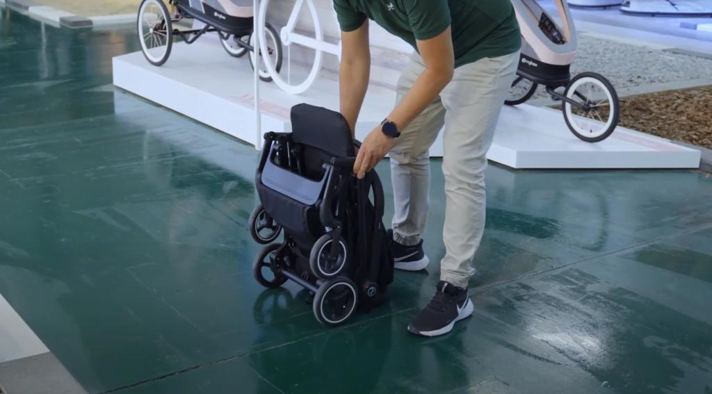 Wózek spacerowy Cybex Beezy to model, który złożysz do niewielkich rozmiarów w kilka sekund!
