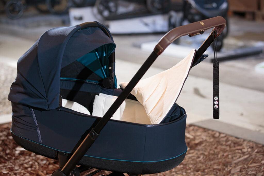 Jeśli Twoje dziecko urodzi się w okresie jesienno-zimowym, zadbaj o to aby gondola była wyposażona w ochraniacz na nóżki!